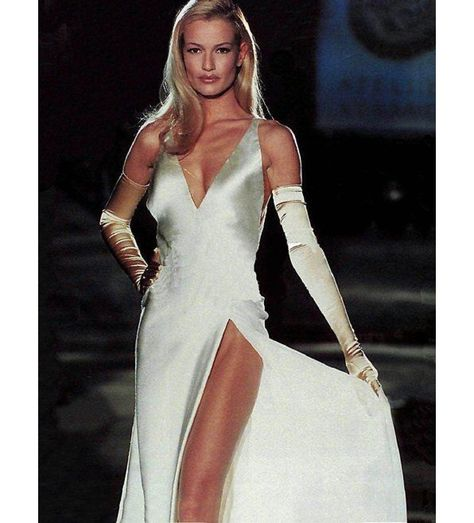 A dress I would have loved to see at the Oscars--if I bothered to watch it in the first place! Model Karen Mulder in Atelier Versace, Spring