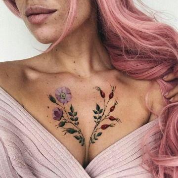 Tatuajes En Medio De Los Pechos Para Mujer