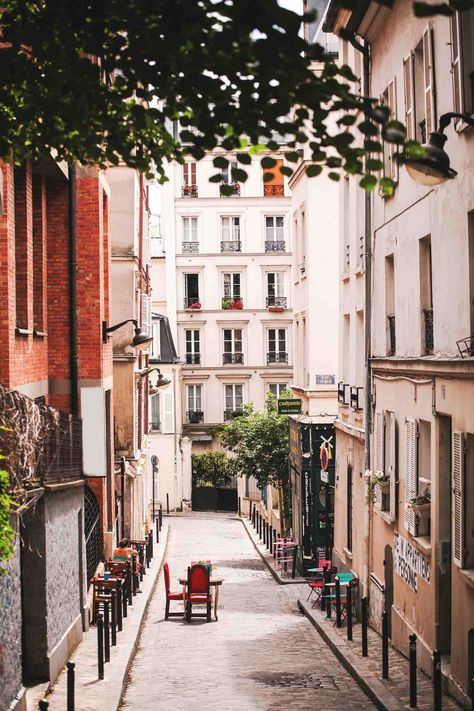 French Apartment, Parisian Apartment, Paris Apartments, Paris Home, Old Paris, Montmartre Paris, Paris Street, Streets Of Paris, Parisian Decor