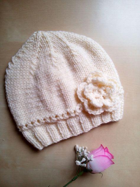 cappello neonata bambina fatto a mano ai ferri con fiore uncinetto -  berretto all uncinetto 7cd5f7dbdee7