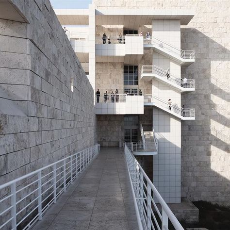 shadowing   #us#losangeles#architecture#gettymuseum#richardmeier#shadows#exterior    #Regram via @gasshil)