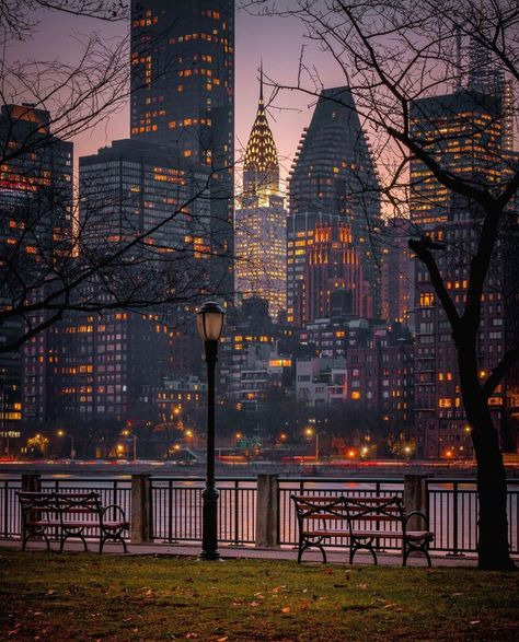new york city street photography New York Life, Nyc Life, Chrysler Building, Lower Manhattan, One World Trade Center, Location New York, Isla Ellis, New York Night, City Vibe