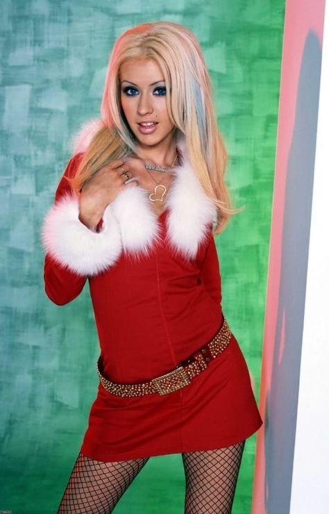 18 Extremely Awkward Celebrity Christmas Photoshoots