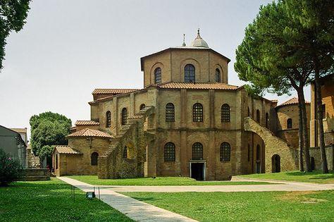 Basilica di San Vitale, Ravenna. Emilia Romagna  La tomba di Dante