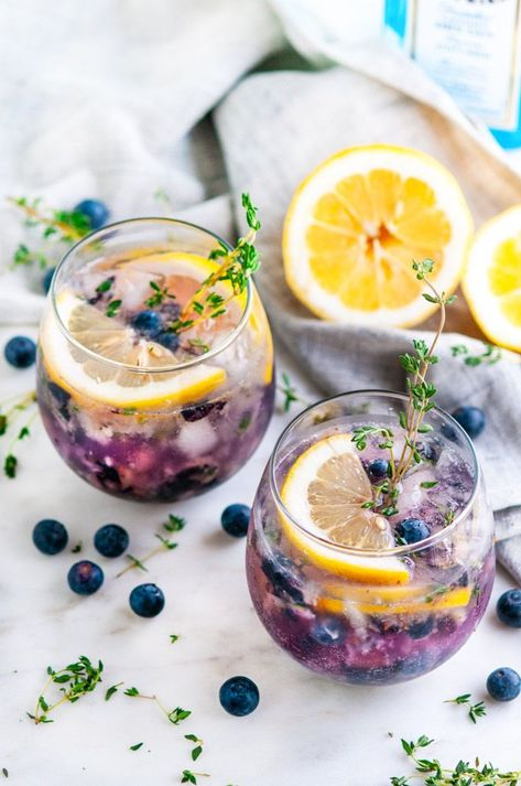Blueberry Thyme Gin Fizz - Aberdeen's Kitchen - - A fun, refreshing summer twist on the classic cocktail with fresh blueberries and thyme. Healthy Drinks, Healthy Snacks, Healthy Recipes, Cocktail Recipes, Cocktail Drinks, Lemon Cocktails, Gin Fizz Cocktail, Fancy Drinks, Refreshing Cocktails