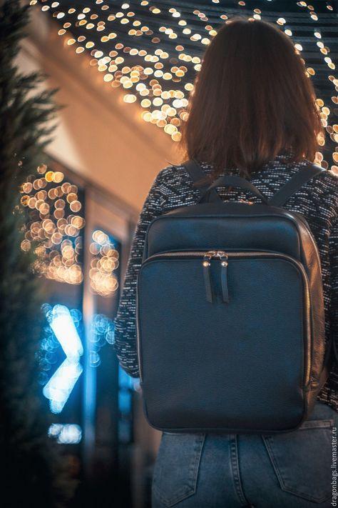 71e926d82d18 Женский классический плоский рюкзачок из натуральной кожи: Рюкзак состоит  из двух вместительных отделений оба закрываются