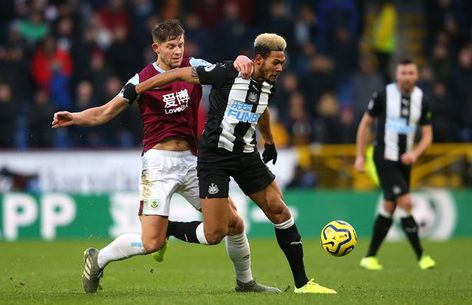 Burnley 1 Newcastle 0 in Dec 2019 at Turf Moor. Joelinton speeds away from James Tarkowski #Prem