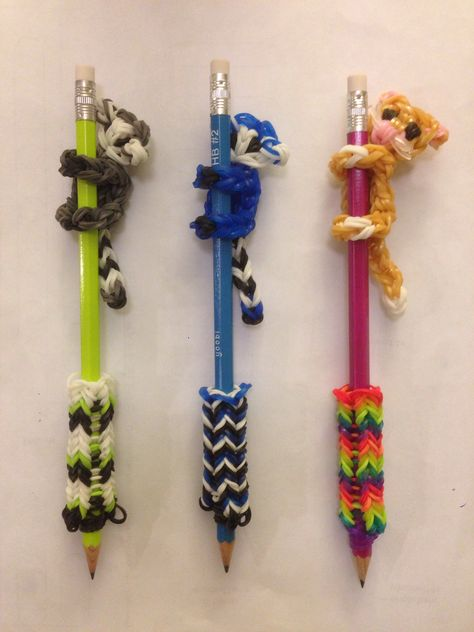 Back to school Rainbow Loom pencil climbers. You can find Rainbow loom and mo. Rainbow Loom Tutorials, Rainbow Loom Patterns, Rainbow Loom Creations, Rainbow Loom Bands, Rainbow Loom Charms, Rainbow Loom Bracelets, Loom Band Charms, Loom Band Bracelets, Rubber Band Bracelet