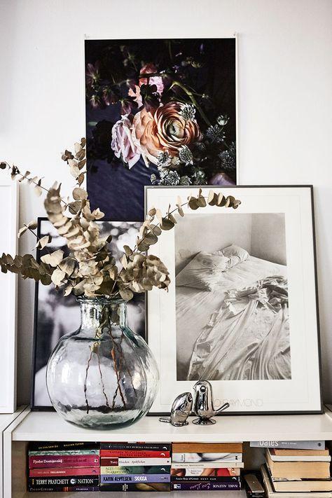 Blombilden har Amelia själv fotat och det svartvita fotot är Lilo Raymond.  Pennvässare och gemhållare från Alessi. 7dfe64a879172