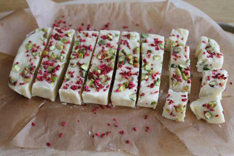 Slow cooker white chocolate, pistachio and raspberry fudge