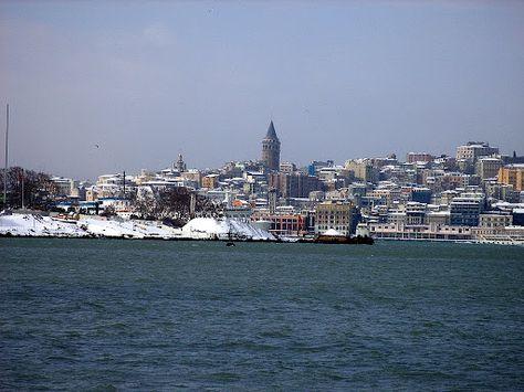 Istanbul : L\'entrée de la Corne d\'Or sous la neige   sous la neige ...