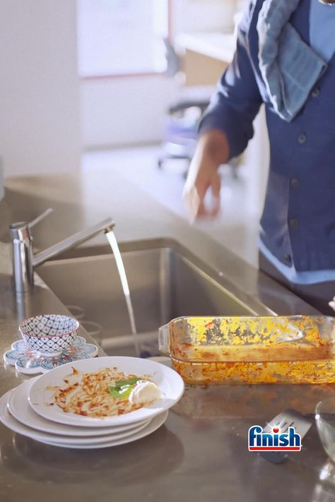 Pre-rinsing your dishes wastes up to 75L per load. Take the pledge to skip the rinse with Finish® Quantum Ultimateᵀᴹ.