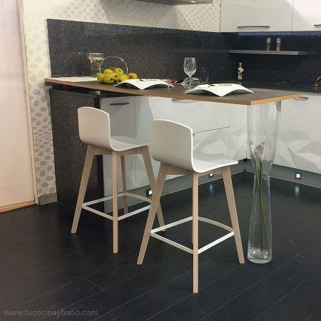 Taburete alto en blanco y madera con respaldo Eclipse con mesa alta ...