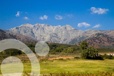 Central Massif of Gredos from the Tietar Valley, near Candeleda. Find all the information to plan your trip to #gredos in ww.qnatur.com