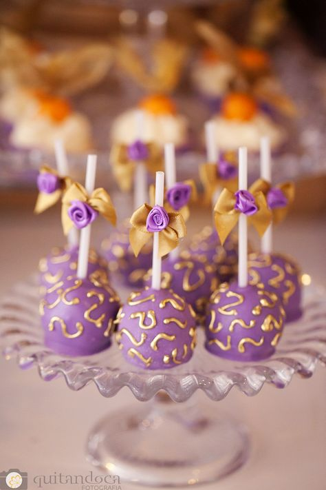 Tangled Wedding, Tangled Party, Quinceanera Decorations, Quinceanera Party, Aladdin Birthday Party, Birthday Parties, Bolo Rapunzel, Rapunzel Cake Ideas, Purple Cake Pops