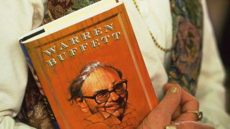 5 Classic Books Warren Buffett Personally Recommends You Should Read
