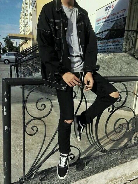 Ideas how to wear vans outfits men for 2019 - Grunge outfits men - brands best brands of 2020 low key brands cold laundry macho moda back streetwear brands you need to know about agora streetwear coming up Grunge Outfits, Outfits Casual, Stylish Mens Outfits, Mode Outfits, Black Outfits, Black Outfit Men, Stylish Man, Vans Outfit Men, Chinos Men Outfit