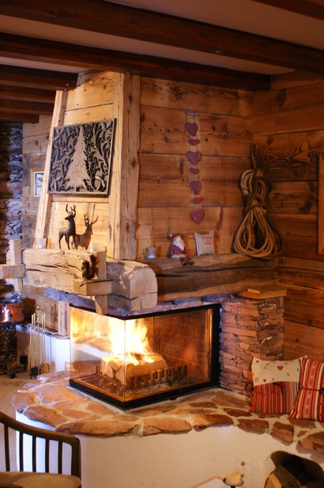 cheminee rustique, hotte vieux bois, chalet Home Fireplace, Fireplace Design, House Extension Design, House Design, Home Decor Hooks, Rustic Home Design, A Frame House, Cabin Interiors, Cabins And Cottages