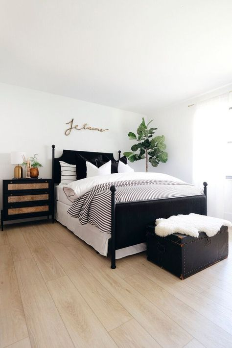 White Bedroom Decor, Black Bedroom Furniture, Room Decor Bedroom, Teen Bedroom, Bedroom Inspo, Furniture Decor, Black White And Gold Bedroom, Black Master Bedroom, White Apartment
