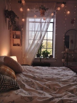 Cozy Aesthetic Bedroom Decor in 8 | Aesthetic room decor ...