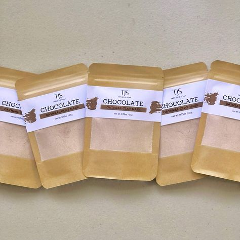 All-natural clay mask kit. No alcohol, no preservatives, no fragrance. All you need to do is add water! Chocolate & Oatmeal is a really fun mask that is gentle on sensitive skin. Made with Kaolin clay, Cocoa powder, Coconut milk powder and Colloidal oatmeal. This pouch contains 1.5oz (about 3 tablespoons) of clay powder. It makes approximately 3 full face masks. INGREDIENTS Kaolin clay, Coconut milk powder, Colloidal oatmeal, Cocoa powder