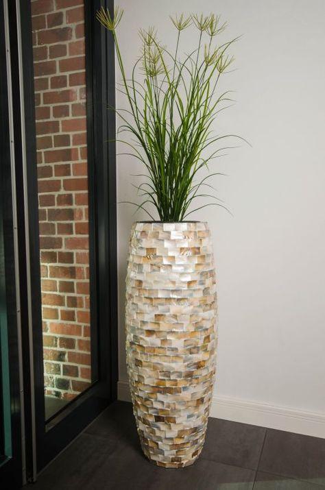 Pflanzgefäß MAGNUM in Light Perlmutt im Eingangsbereich ...