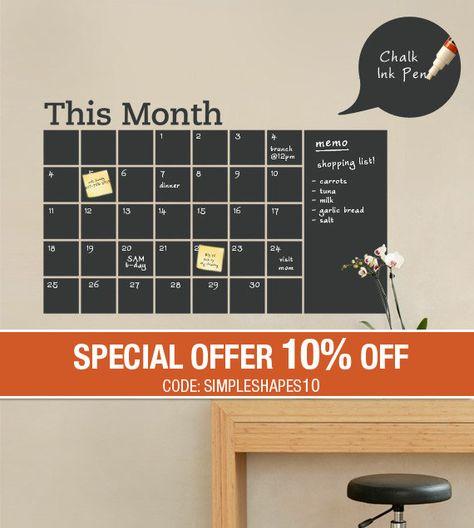 Restez organisé avec l'aide de ce calendrier mural tableau noir. Ce sticker mural calendrier intègre un vinyle noir tableau que vous pouvez écrire