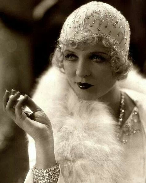 Años 20 Phyllis Haver and Prohibition gave rise to the flapper girl and the speak easy and Jazz. The Roaring twenties culminated in the stock market crash of Oct 29 1929 named Black Friday.