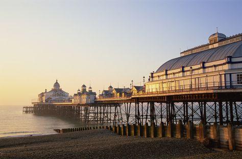 Playa de Eastbourne Pier en Sussex Inglaterra. Brighton es un sitio mágico. Dedicada a Paloma (1985)
