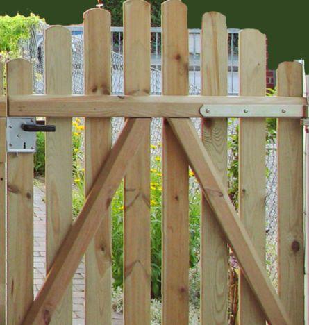 Zur Stabilisierung Bringen Sie Schraklatten An Garten Gartentore Holz Gartentor Holz Selber Bauen