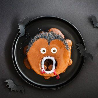 Kinderparty Zu Halloween Dieser Vampir Kuchen Ist Perfekt Kinderparty Halloween Deko Selber Machen Kuchen