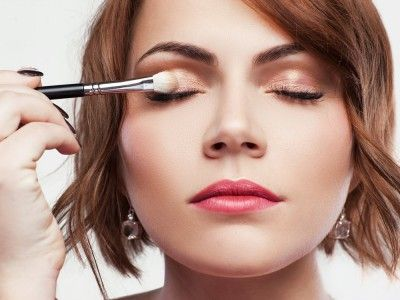 This Article Describes How To Apply Eyeshadow It Also Talks About The Different Methods Of Application H Makeup Tips For Beginners Eye Makeup Eye Makeup Tips