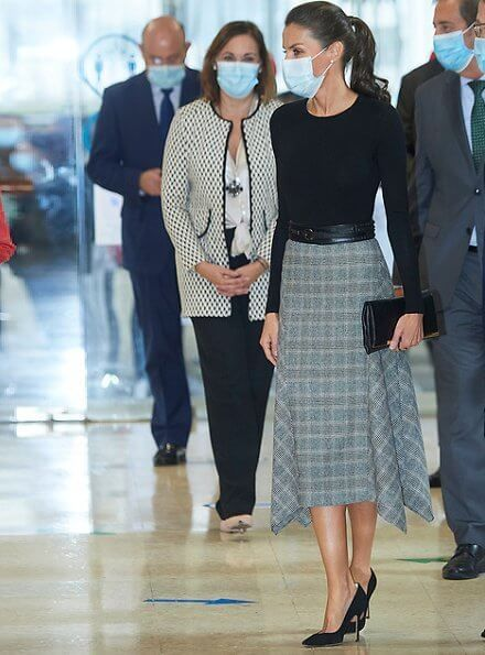 Queen Letizia Attended The Opening Of The 2020 2021 Vocational Training Year Royal Clothing Classic Style Outfits Royal Fashion