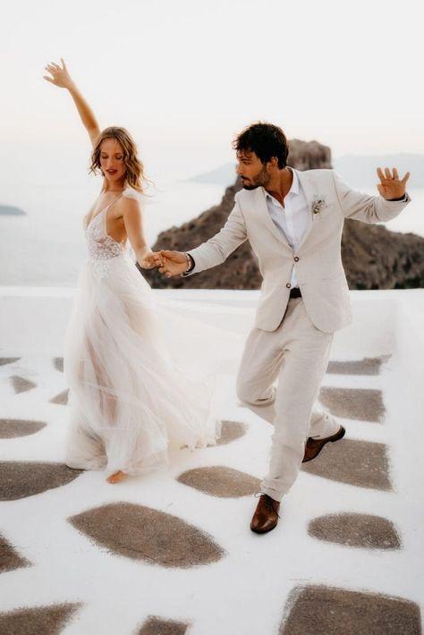 Santorini wedding day | First wedding dance | Elopement in Santorini | Romantic Santorini Wedding | Destination Wedding Ideas #santoriniwedding #santorinielopement #firstdance #outdoorweddingideas #destinationwedding