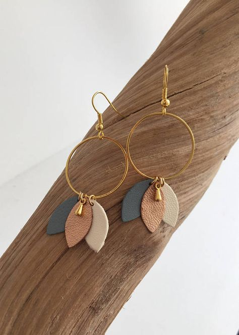 Half Moon mismatch earrings Mismatched half circle earrings Black and gold stud earrings Minimal jew Diy Clay Earrings, Diy Leather Earrings, Polymer Clay Jewelry, Wire Jewelry, Jewelry Crafts, Earrings Crafts, Leather Jewelry Making, Handmade Leather Jewelry, Metal Clay Jewelry