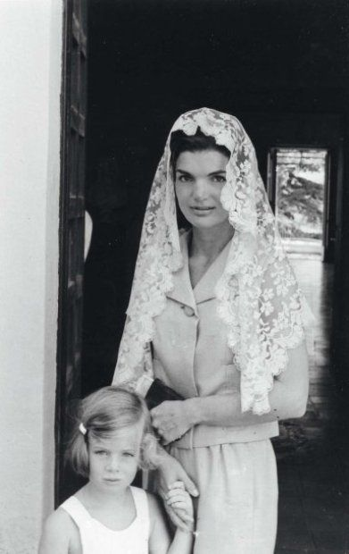 Jackie & Caroline, Ravello, Italy, August 1962. Photo by Benno Graziani.