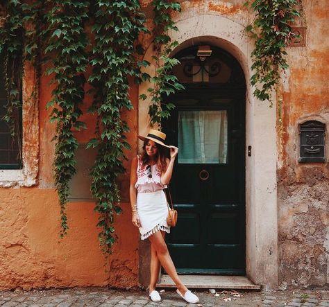 Alexandra Pereira, Lovely Pepa. Photo Source: https://www.instagram.com/lovelypepa/ Basket bag, woven bag, rattan bag, round bag, circle bag, summer bag