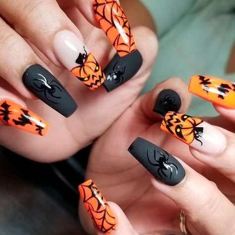 Creepy Halloween Nail Art With Matte Accents ★ To find some inspo on easy Halloween nails design, check out our gallery. Here we put together the best nail art ideas to match any taste and costume, from cute and classy to scary and creepy. Halloween Acrylic Nails, Holloween Nails, Cute Halloween Nails, Halloween Nail Designs, Best Acrylic Nails, Acrylic Nail Designs, Creepy Halloween, Fall Nail Designs, Halloween Coffin