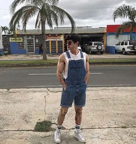 look masculino vintage verao jardineira macacao Trendy Outfits, Boy Outfits, Summer Outfits, Urban Fashion, Retro Fashion, Best Casual Shirts, Style Hipster, Overalls Outfit, Herren Outfit