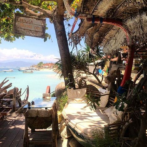 "Beautiful quirky place for lunch ••••••••••••••••••••••••••••••••••••••••••••••••••••••• An amazing photo regram from : @ashleighvjackson ""Nusa Lembongan, Bali"" Let's sharing your amazing moment with #balidaily✌️ Need more interesting information ? Don't forget to add our offficial Line Account @balidaily (don't forget to use @) Or you can just click the link on our profile"