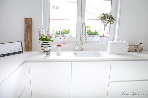 Weiße Küche mit Keramikarbeitsplatte von Lechner * weiß-matte - küche weiß matt grifflos