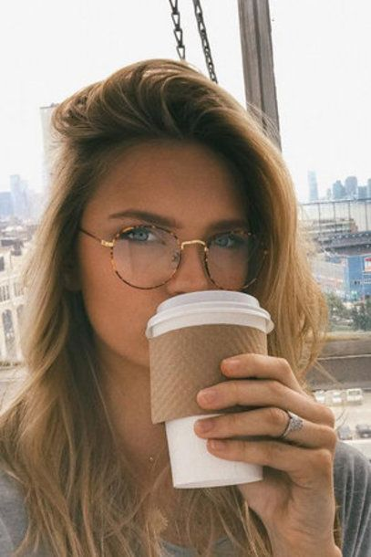 Romee Fight glasses geek nude make-up model beauty - Eye Makeup Glasses Frames Trendy, Cute Glasses, New Glasses, Girls With Glasses, Glasses Eye Makeup, Fashion Eye Glasses, Blue Eye Makeup, Glasses Trends, Lunette Style
