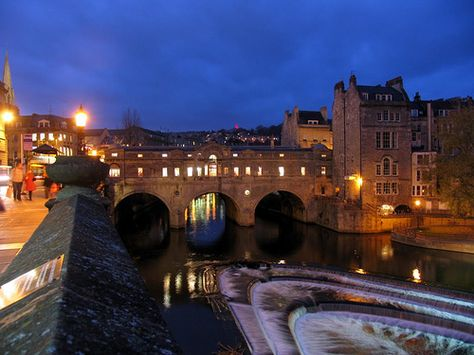 Pulteney Bridge in Bath, with its stunning architecture and the River Avon running underneath, is a definite romantic hot spot.