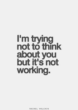 J'essaye de ne pas penser à toi mais ça ne marche pas.