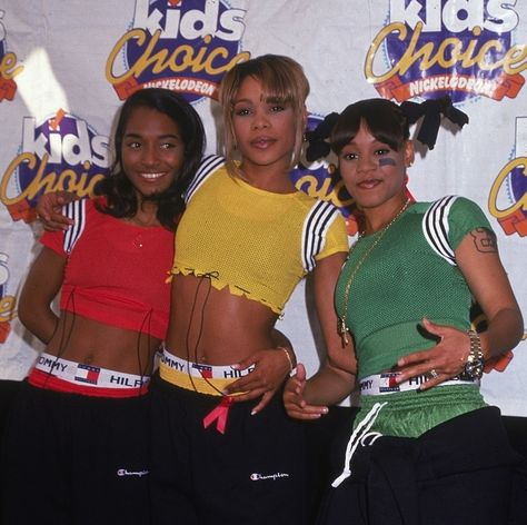 When TLC flashed their Tommy boxers at the Nickelodeon Kids Choice Awards. | 18 Epically '90s Tommy Hilfiger Moments