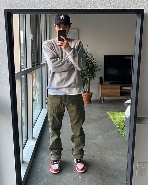 Dope Outfits For Guys, Stylish Mens Outfits, Casual Outfits, Men Casual, Trendy Mens Fashion, Mode Streetwear, Streetwear Fashion, Black Men Street Fashion, Retro Outfits