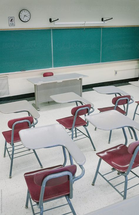 School PHotography Empty Classroom in High School with Desks School Photography Photos and Aesthetic in Classroom and Hallway with Lockers High School Life, High School Classroom, School Teacher, High School Lockers, Classroom Desk, School Photography, Photography Photos, American High School, Us Universities