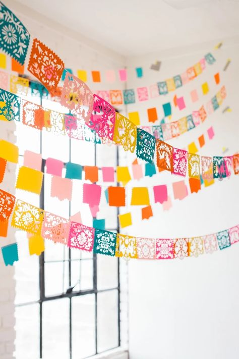 Papel Picado Garland for a Cinco de Mayo or Fiesta party celebration. Mexican Birthday Parties, Mexican Fiesta Party, Fiesta Theme Party, Taco Party, Party Themes, Mexican Party Decorations, Ideas Party, House Party Decorations, Mexican Holiday