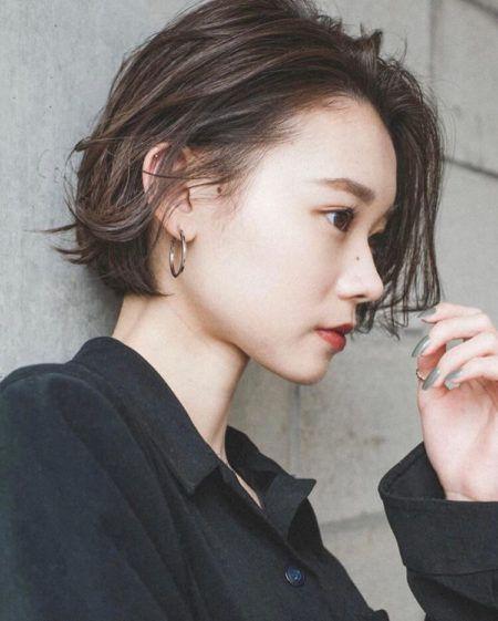 美容師が解説 丸顔に似合う髪型の条件とは おすすめヘアスタイルを