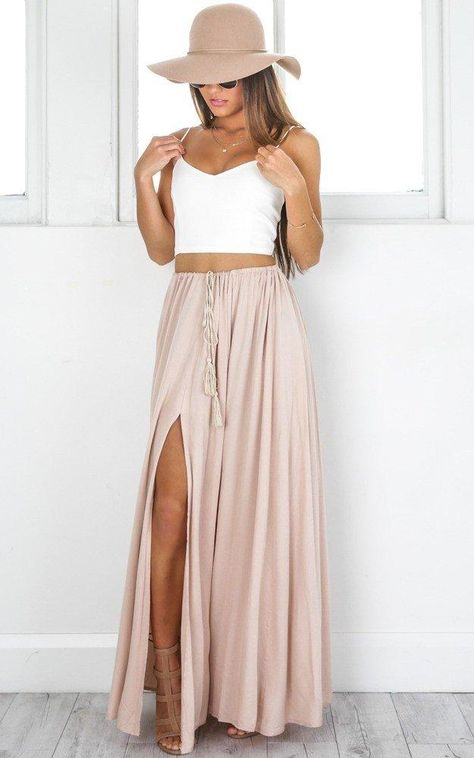 Under The Twilight Maxi Skirt In Beige Produced - Kleidung für Frauen - Jupe Hipster Outfits, Mode Outfits, Fashion Outfits, Womens Fashion, Casual Outfits, Party Outfits, Skirt Fashion, Teen Fashion, Korean Fashion